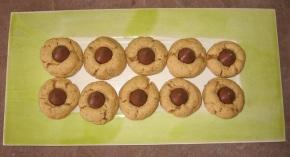 Beckons Yoga Clothing Peanut Butter Kiss Cookies recipe